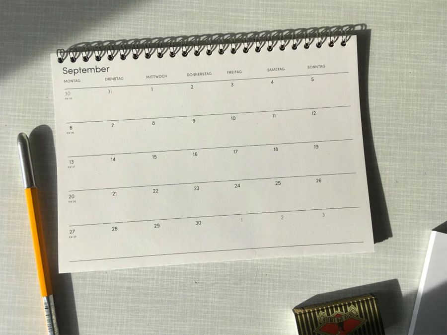 The Boring Day Tischkalender 2021 Hellgrau