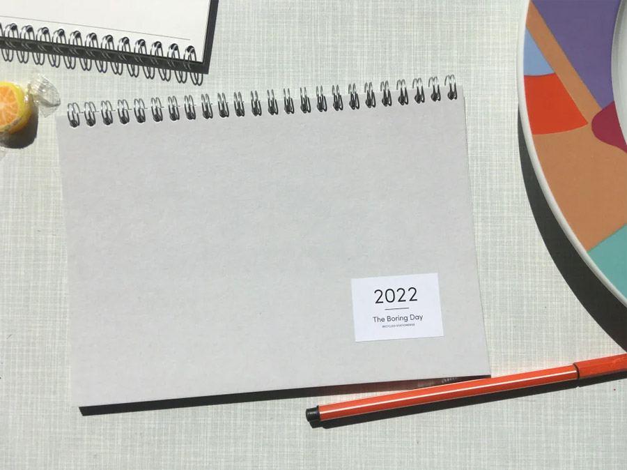 The Boring Day Tischkalender 2022 Hellgrau