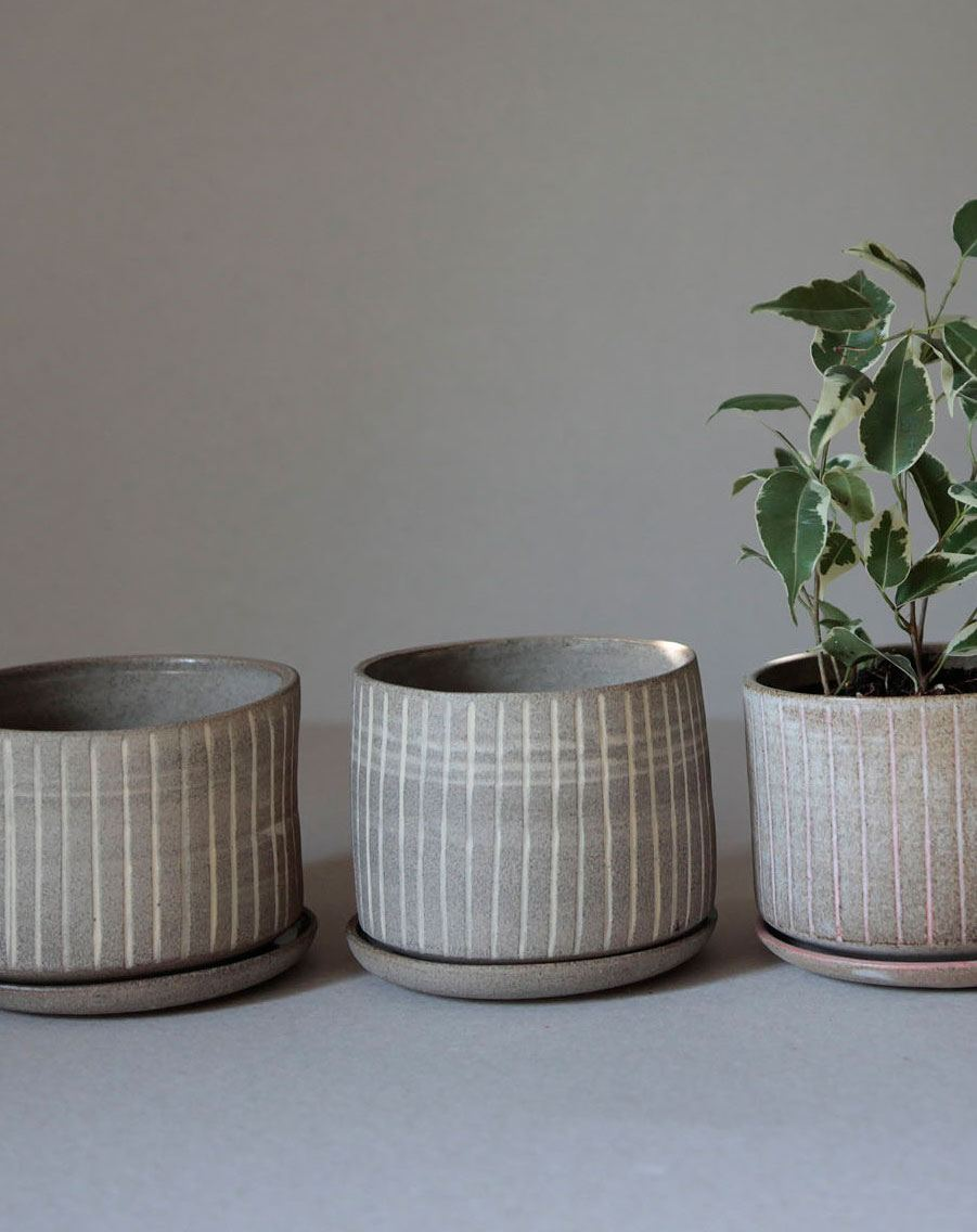 Pot carved with saucer - White / Gray
