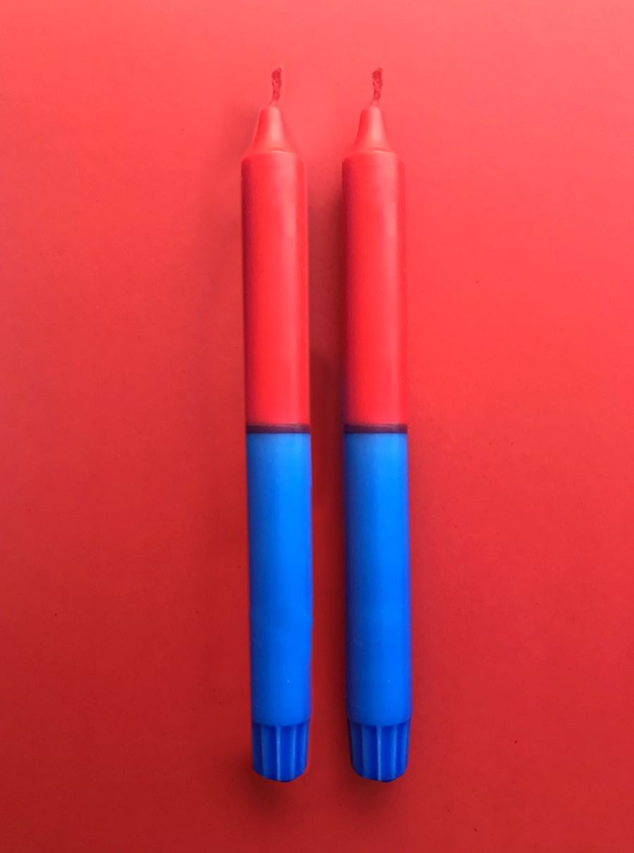 Kerze in Rot-Blau