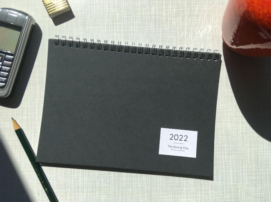 The Boring Day Tischkalender 2022 Schwarz