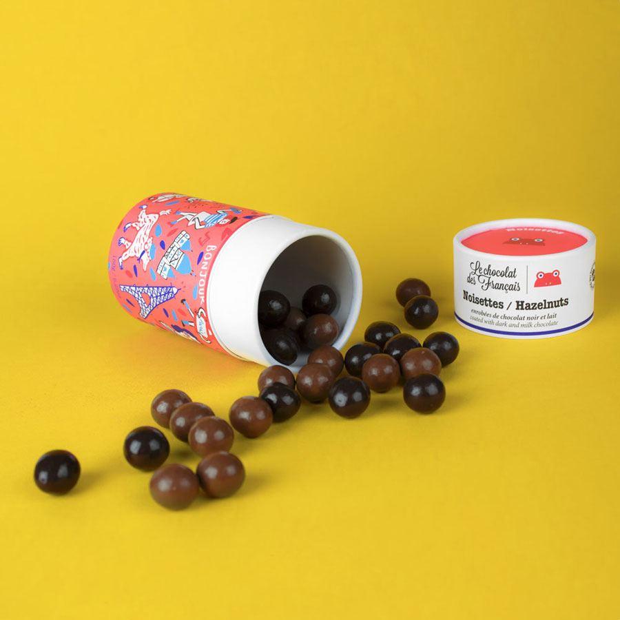 Haselnüsse mit Schokolade überzogen