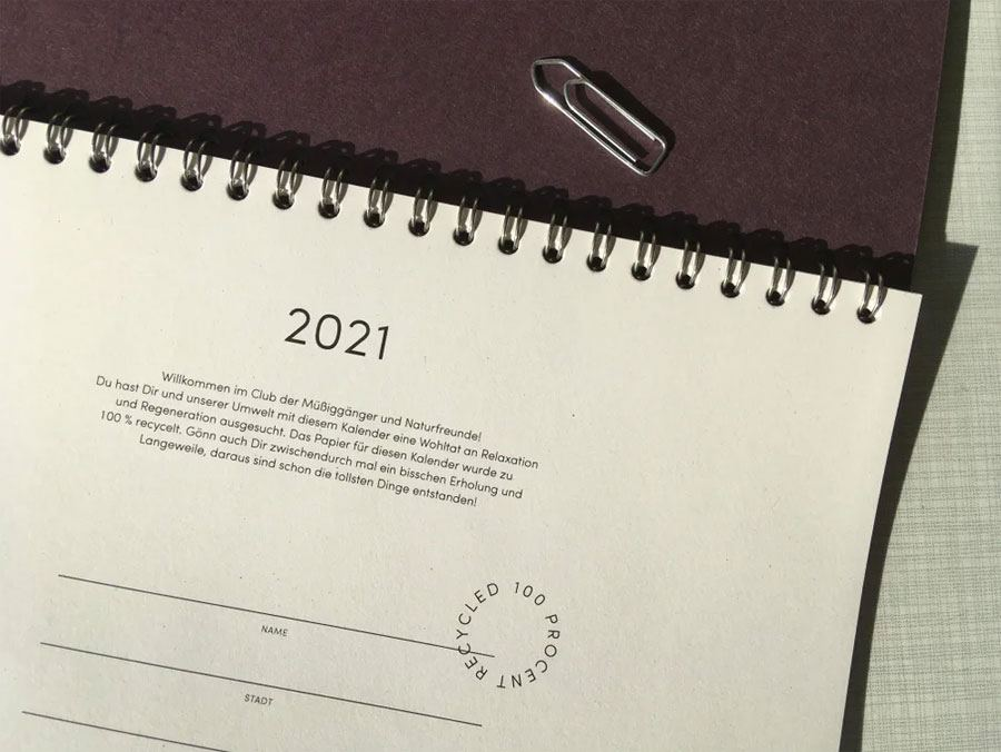 The Boring Day Tischkalender 2021 Aubergine