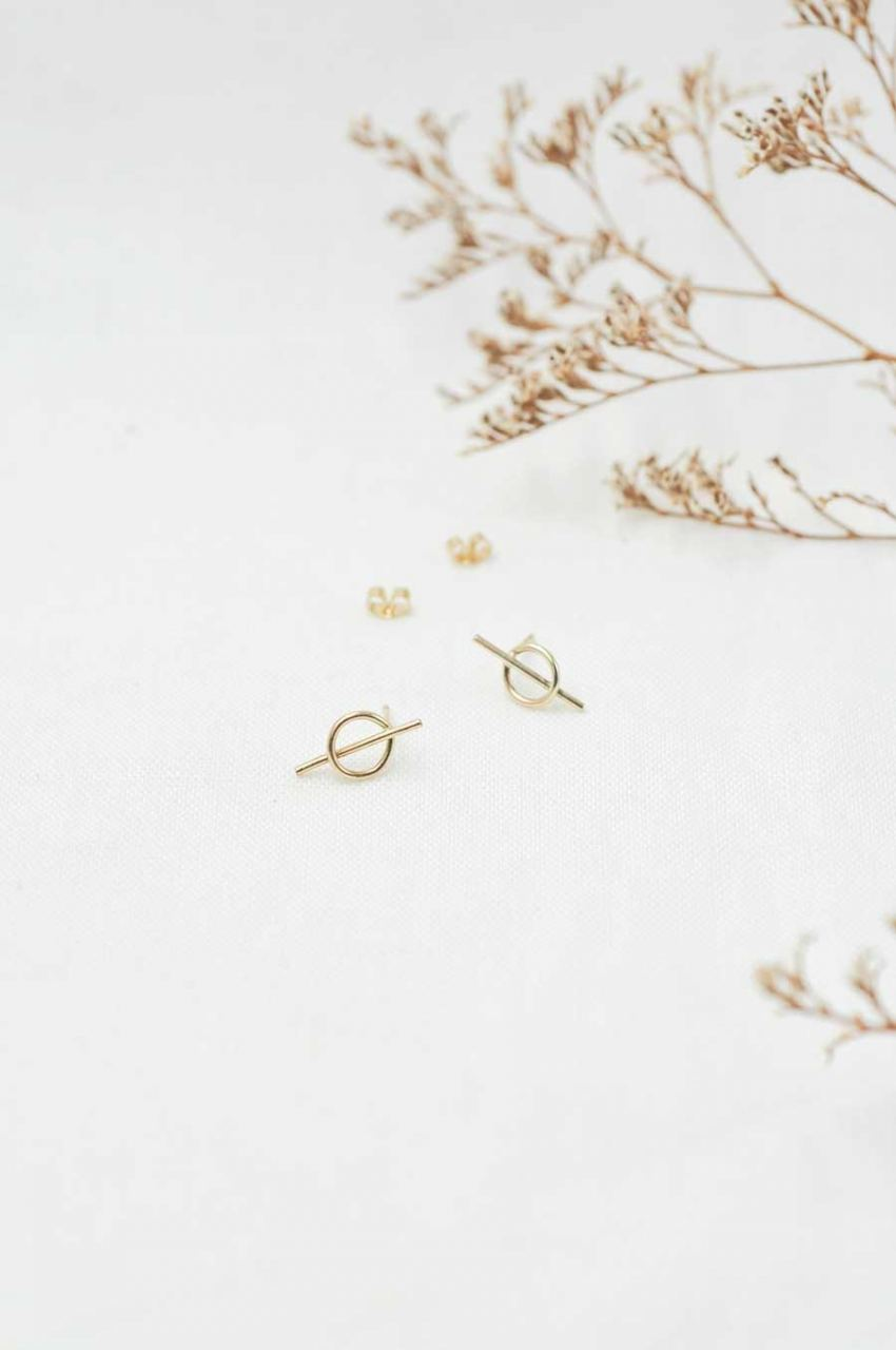 Gold Intersected Circle Stud Ohrringe