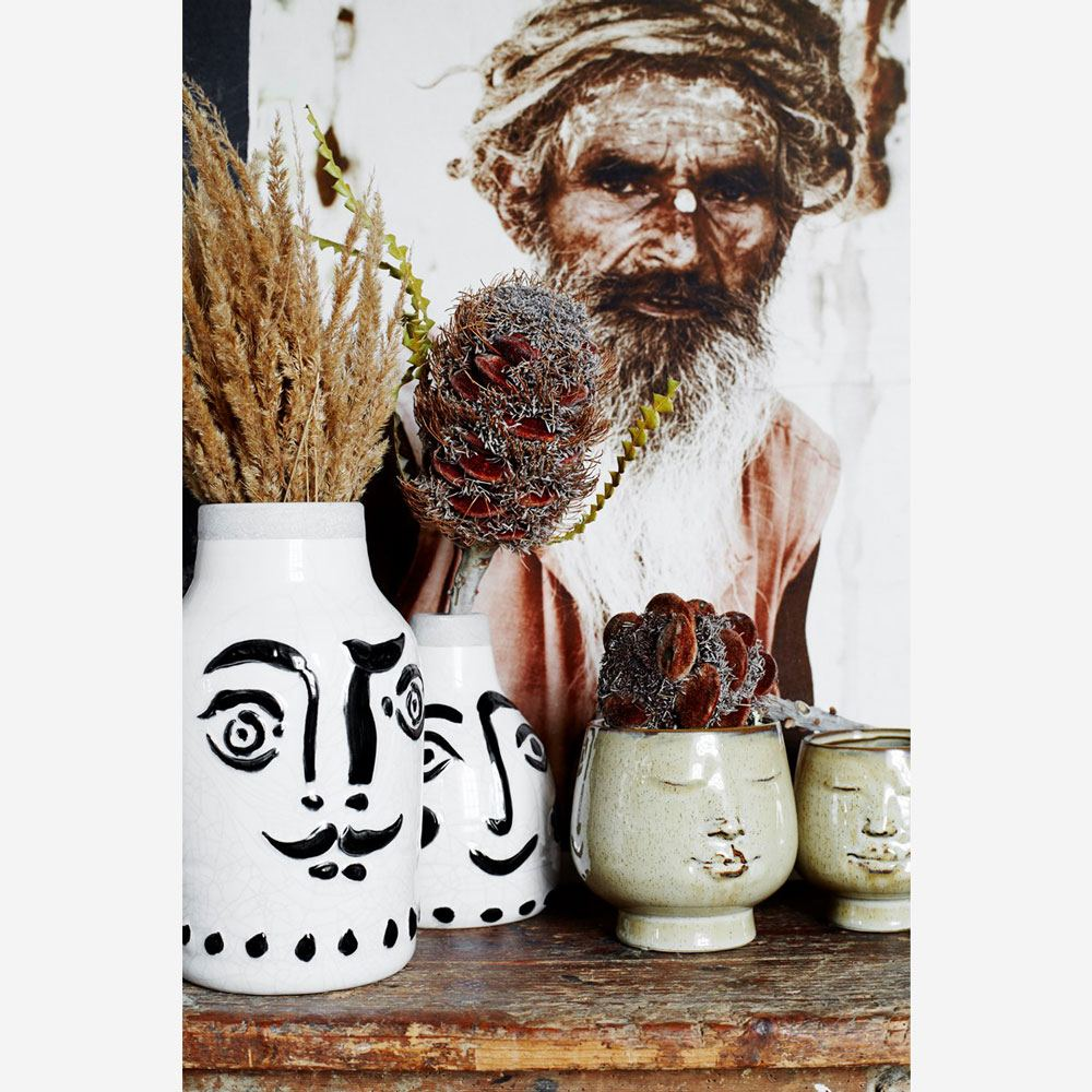 Flower pot w/ face imprint Medium