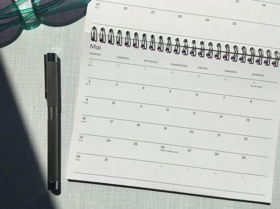 The Boring Day Tischkalender 2022 Pink